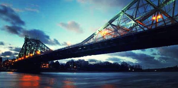 Blaues Wunder Dresden Brücke bei Nacht